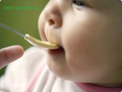 Чем можно кормить ребенка до года?