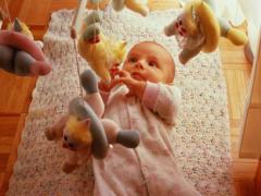 Как развивается ребенок на третьем месяце жизни?