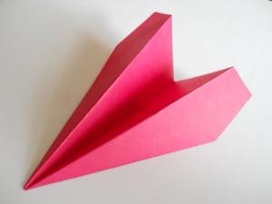Как сделать бумажный самолётик?