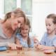 Как выработать правильное отношение к деньгам у детей?