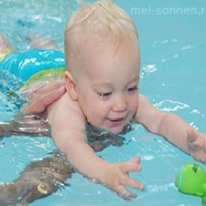 Чем полезно плавание для ребенка, как начать