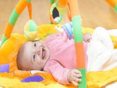 Какие игрушки нужны детям до года по месяцам развития?
