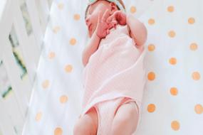Как правильно укладывать спать новорожденного?
