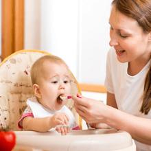 Когда начинать ввод твердой пищи в рацион ребенка?
