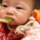 Первый прикорм ребенка, с чего начать: пошаговая инструкция?