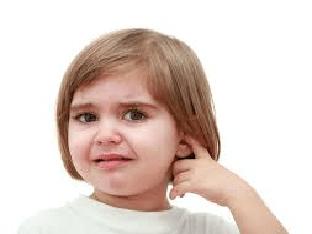 У ребенка болит ухо: что делать в домашних условиях