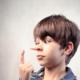Ребенок врет: что делать и как реагировать?