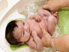 Мифы и факты о купании новорожденных