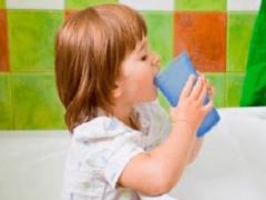 Как полоскать горло перекисью водорода детям?