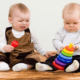 Чужие игрушки: надо ли учить ребенка делиться