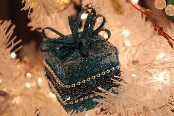 11Игрушки на елку своими руками из подручных материалов