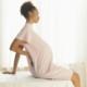 Почему болит спина при беременности и что делать?